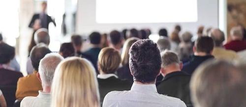 Hoe organiseer ik een succesvolle wetenschappelijke bijeenkomst?